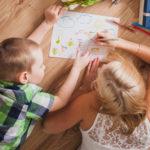 maman et enfant atelier creatif dessin