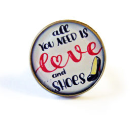 bague-fantaisie-st-valentin-declaration-d'amour-coeur-love-all-you-need-is-love-humour-chaussure