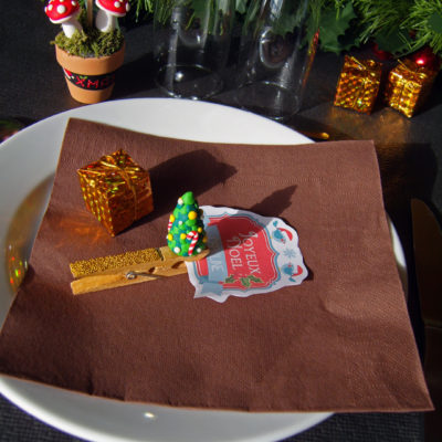 marque place menu decoration de table noel fimo modelage sapin de noel