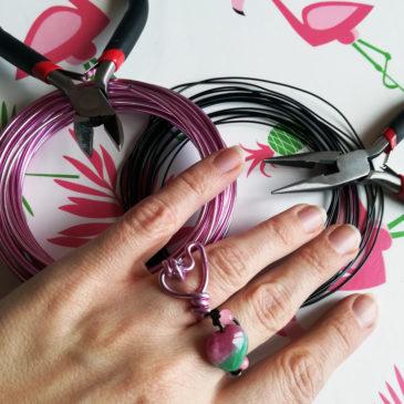 Comment créer des bijoux en fil d'aluminium