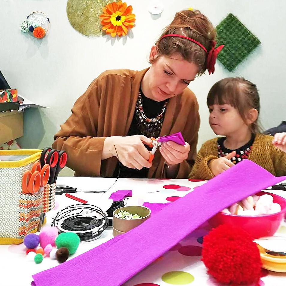 atelier creatif enfant adulte creation de fleurs papier