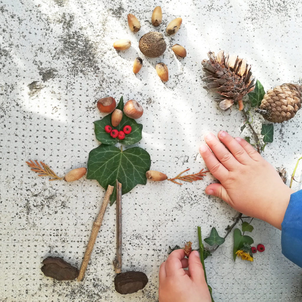 bonhomme fabriquer avec des feuilles et des fleurs