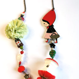 collier conte de fee chaperon rouge