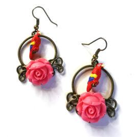boucles oreilles createur animal totem boheme perroquet rose