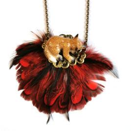 collier animal totem renard endormi porcelaine plumes