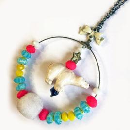 sautoir tribal bijoux fantaisie createur animal totem ours polaire pompon